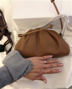 High Quality Dumpling Back (Black/Camel) (will ship within 1~2 weeks)