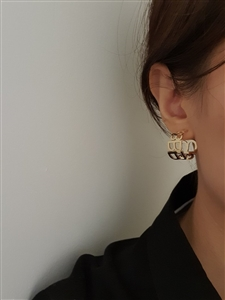 B Earrings (Gold/Silver) (will ship within 1~2 weeks later)