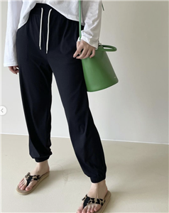 Black Cool Light Jogger (will ship within 1~2 weeks)